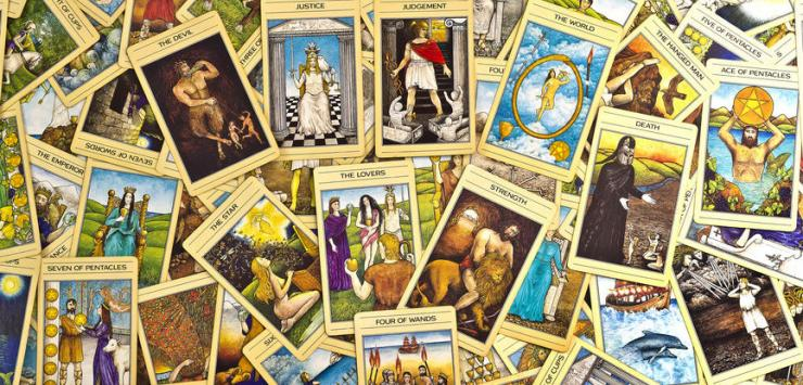 Of Justice, Royalty and Decks – A Reflection on Tarot and Self-Ruling