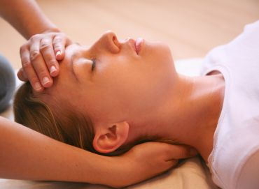 "Should Reiki be described as ""alternative"" or ""complementary""?"